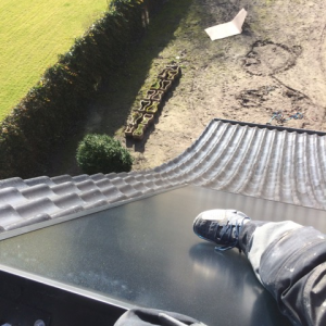 Vlakke panelen schuin dak opstelling.